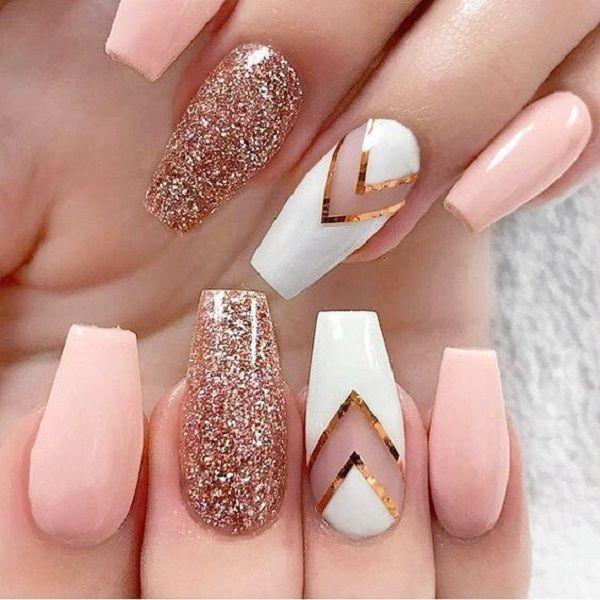Glittered nail design