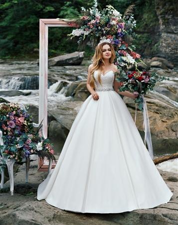 Budgetary wedding dress to make you beautiful