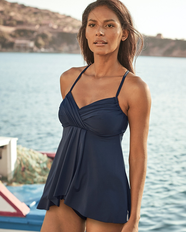 Streamlined skirt bathing suits