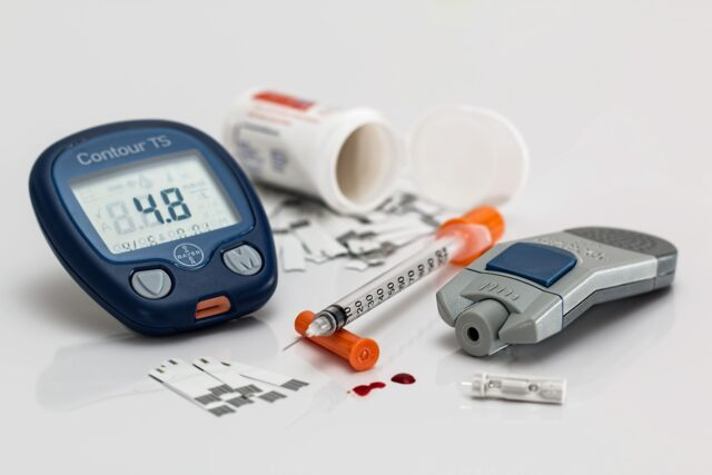 What does diabetes 60 system contains in it