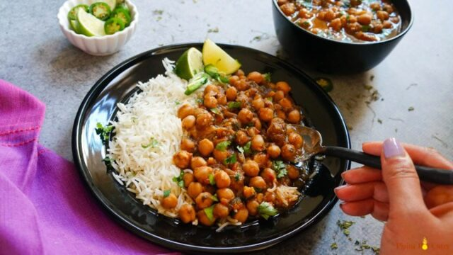 Chickpea curry with brown rice